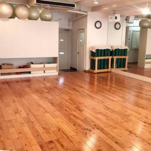 場所はカフェ併設のスタジオです。