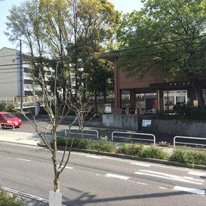 地下鉄自由ヶ丘駅から徒歩6分。お車でのお越しも便利です。